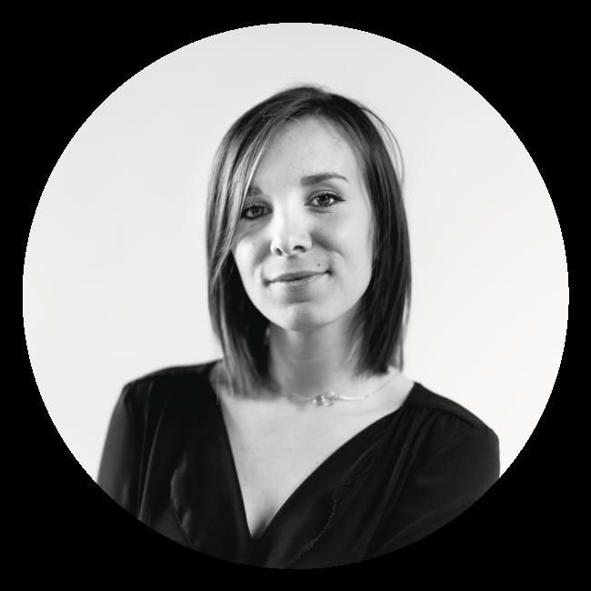 Amélie direction artistique et photographe professionnelle à La Marketerie agence de communication globale à Evian, Thonon et Annemasse
